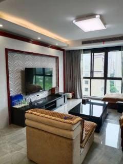 (华南)丹凤国际6楼 125平 3室2厅2卫 婚装设全+汽车位 中央空调品牌家电家具 146.8万